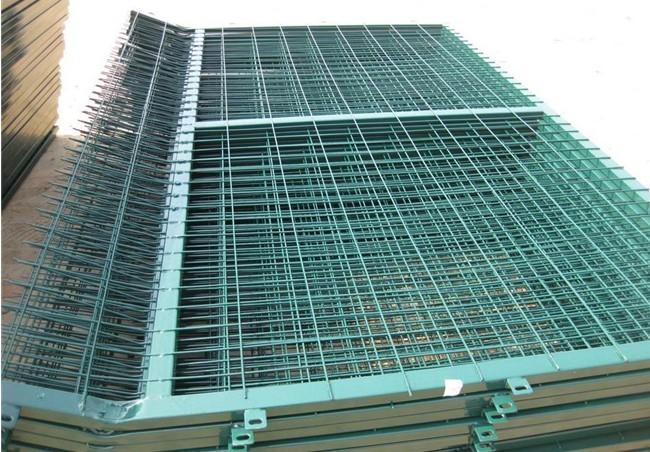 供应铁丝网围栏/铁丝网围栏价格/批发铁丝网围栏
